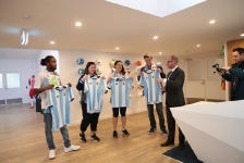 07-06-2017 Lionel Messi surprises young CanTeen heroes at City Football Academy in Melbourne_1
